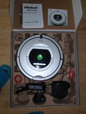 Prodám robotický vysavač irobot roomba 760. Koupen před Vánoci, stále v záruce. cena 9000kč