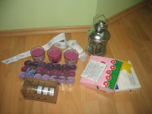 ještě pár svíček, stuhy na auta, lucernička na večer na zahradu, kde bude pokračovat oslava