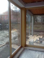 první rohové okno