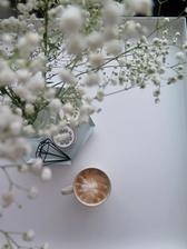 když hlídá babička, tak si mohu dát takové krásné kafíčko a ještě si ho mohu i vyfotit :-)