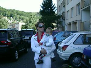 Nejmladší roční svatebčánek Sebastian s ženichovo sestrou Alčou