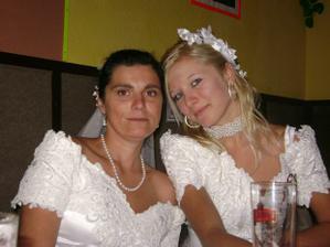 no řekněte ,vypadáme jako matka a dcera ?