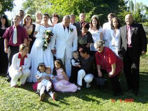 Všichni svatebčani pohromadě