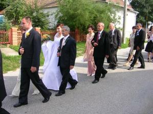 kráčame do kostola