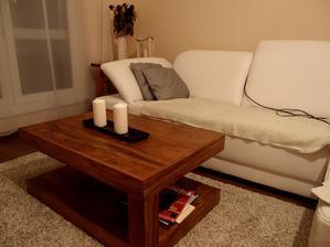 Obývačka. Najťažšie bolo nájsť správny gauč - taký, ktorý by mal aj úložný priestor v otomane ale bol by aj normálne rozťahovací. Až tento splnil moje nároky.