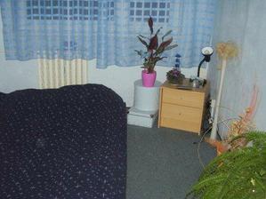 malinká ložnička,postýlka je na cestě:)