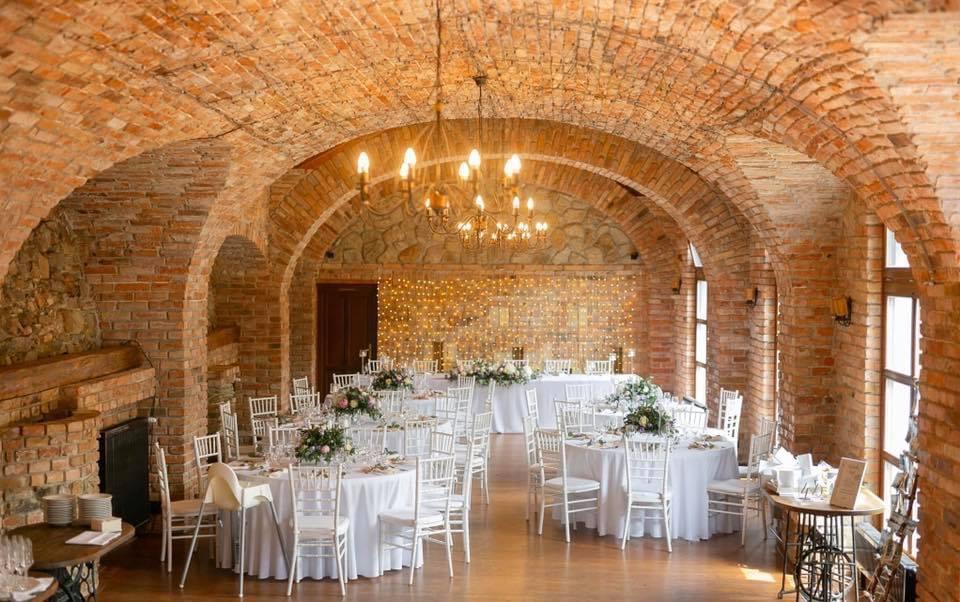 Svadobná výzdoba Neco Winery - Svadobná výzdoba Neco Winery Modra, okrúhle obrusy 300cm