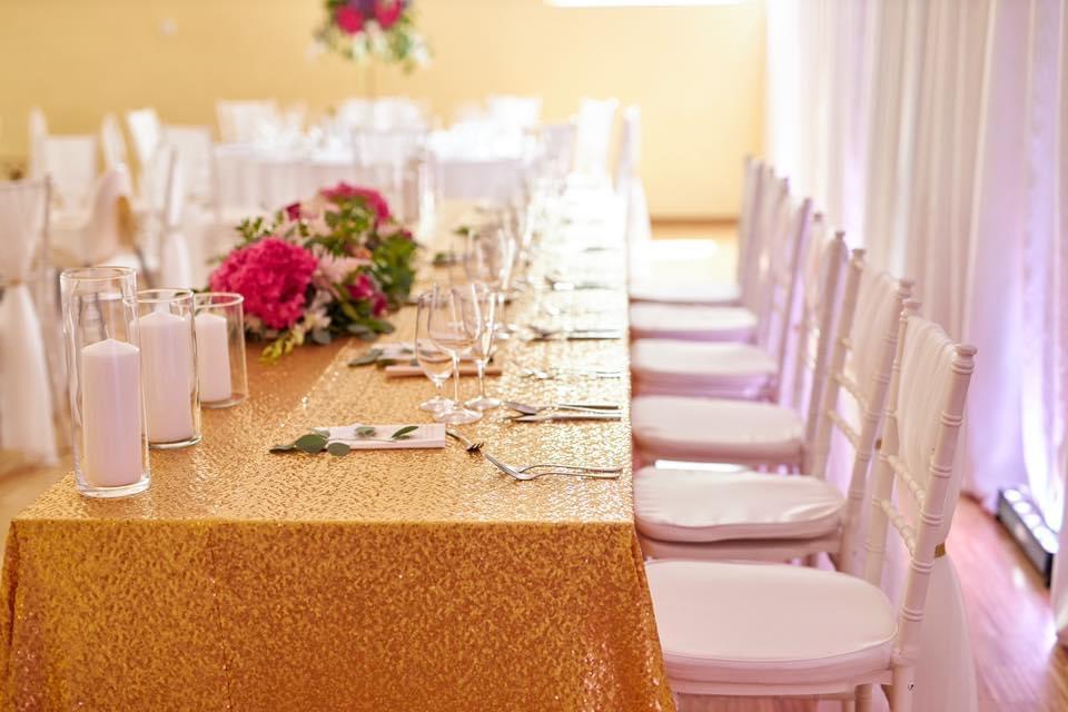 Svadobná výzdoba Kultúrny dom Vištuk, stanový efekt, baldachýny na strop - Svadobná výzdoba kultúrny dom Vištuk, prekrývanie stropu, premena, glitrový zlatý obrus