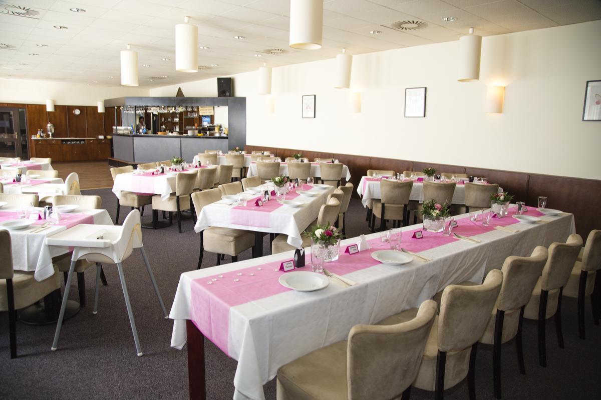 Andrea{{_AND_}}Honza - Hotel Astra v Srbech u Kladna (jmenovky made-in-home a krabičky na výslužky objednány v super obchůdku přes net)