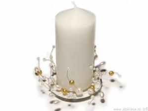 korálky...to je moje! Svíčky v barvě slonové kosti už mám, takže teď zbývá nakoupit zlaté a perleťové korálky a drátek a umění je na světě!