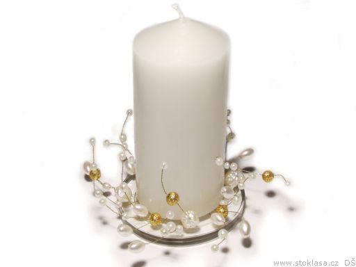 Šaru a Zdeny - korálky...to je moje! Svíčky v barvě slonové kosti už mám, takže teď zbývá nakoupit zlaté a perleťové korálky a drátek a umění je na světě!
