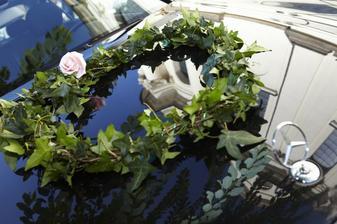 Srdičko na autě nevěsty