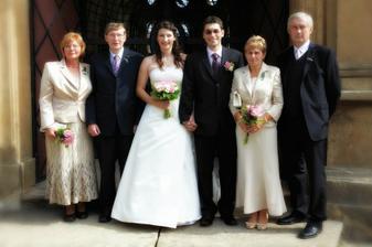 Nevěsta a ženich s rodiči