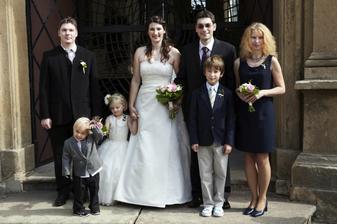 Nevěsta a ženich se svědky