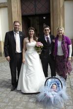Nevěsta a ženich s Kamčou, Ronem a Šimonkem
