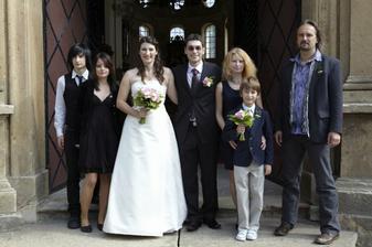 Nevěsta a ženich s Evčou, Petrem, Kubou, Péťou a Jančou