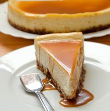 Karamelový cheesecake plánujem piecť sama. Je to najobľúbenejší koláč môjho Janka.