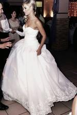 Šaty, ktoré šila moja krajčírka. Ja som si svoje svadobné šaty nakreslila, tak dúfam, že to dopadne dobre. Šaty šije svadobný salón Marta.