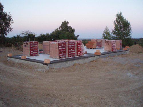 Tak stavíme!!! - Navezený materiál a nalepená izolace