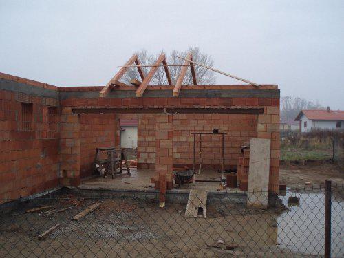 Tak stavíme II - První krokve - nad garáží