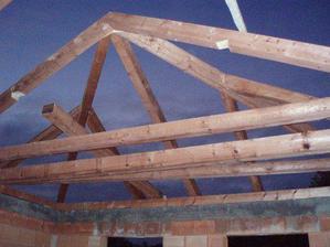 Hotový krov nad garáží