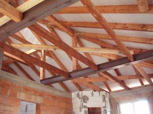 Už jsme navařili trámy na chycení stropního sádrokartonu