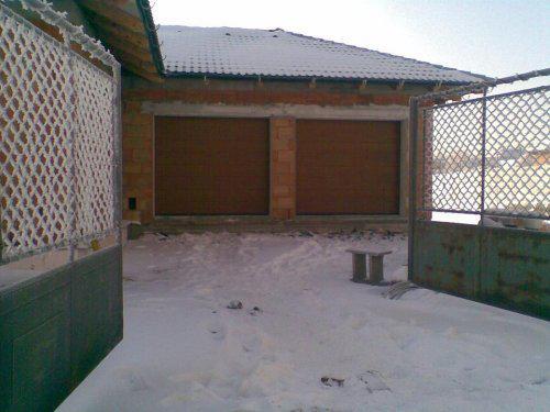 Tak stavíme II - 7.1.09 nám namontovali garážová vrata, paráda, na dálku.