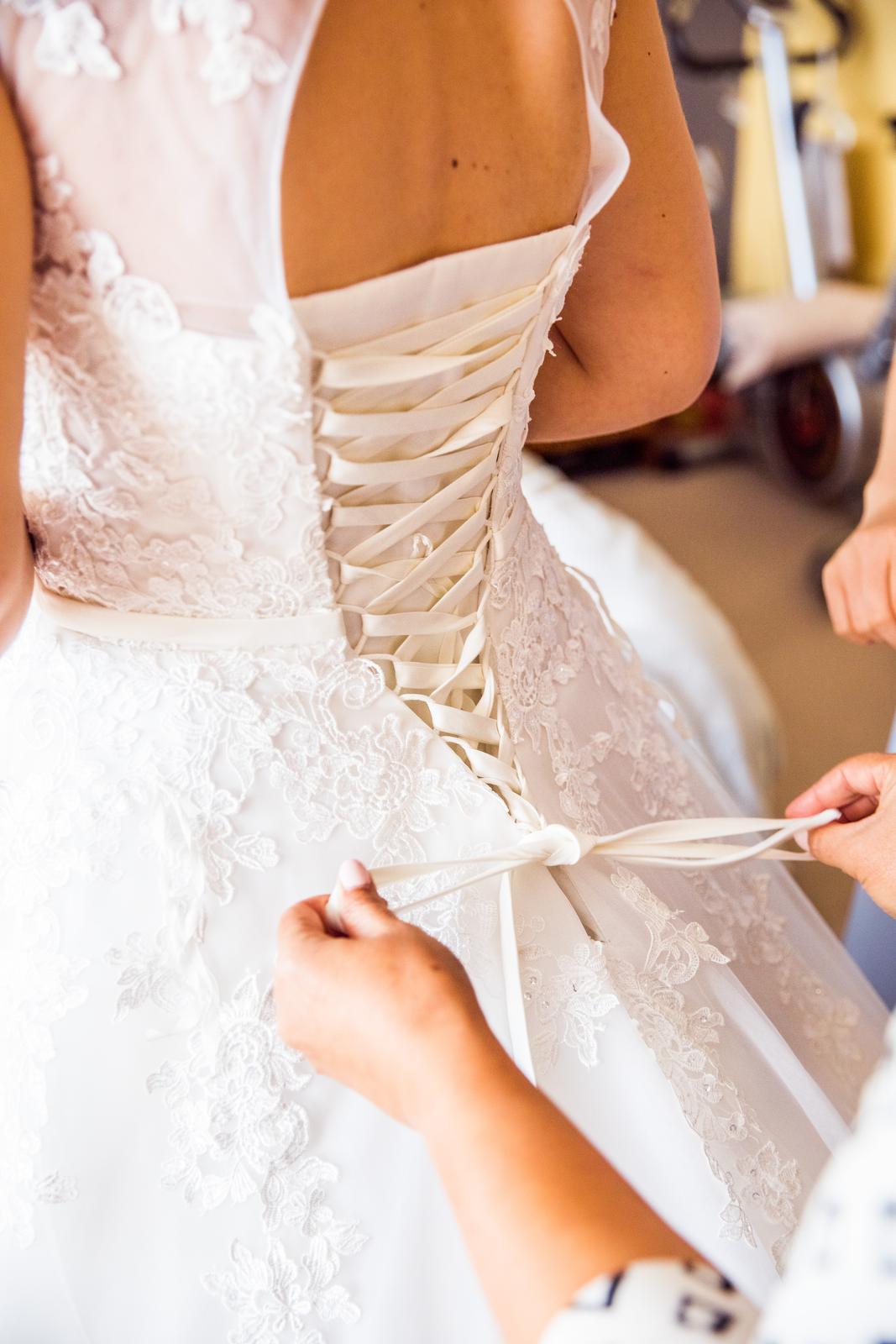 Svadobné šaty s vlečkou - Obrázok č. 4