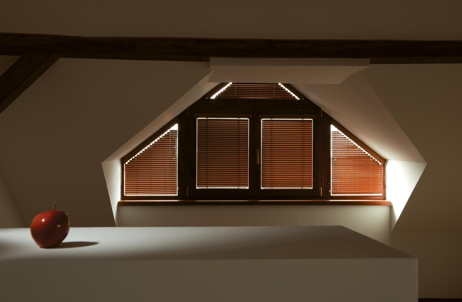 kvalitnetienenie - Atypické hliníkové interiérové žalúzie vo farbe drevodekor