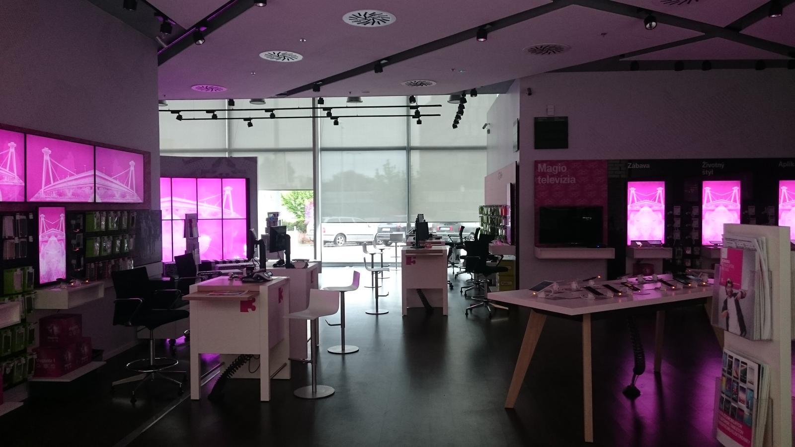 kvalitnetienenie - Realizácia spoločnosti K-system - predajňa T-com, Aupark Bratislava