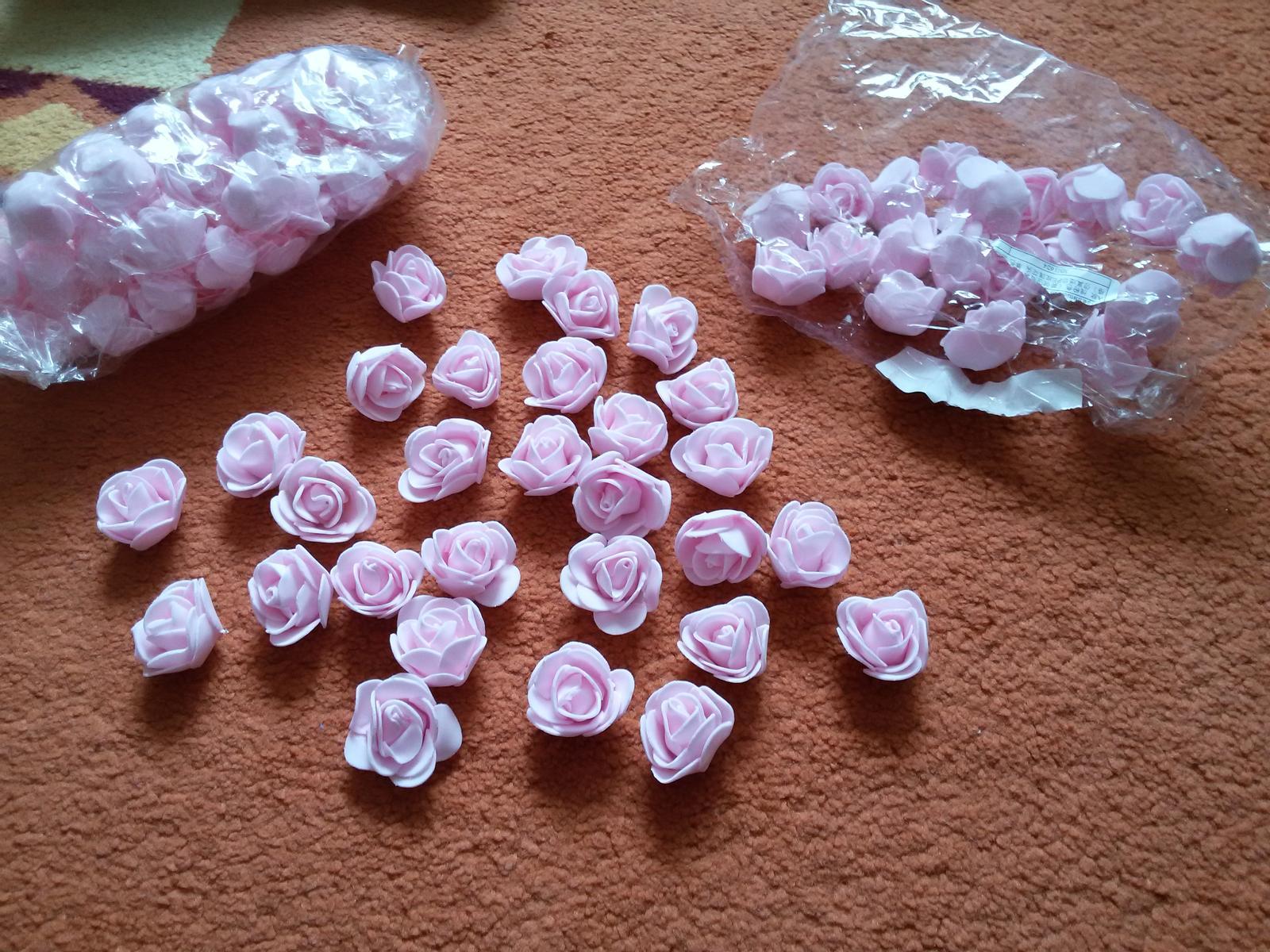 Čo už máme:) - krásne ružičky na stoly :)