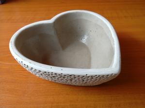 vyhlédnutá miska na prstýnky, bude v ní dvoubarevný písek a živá kytička :)