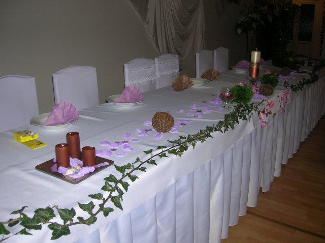 Alenka a jožko - hlavný stôl