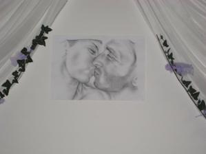 náš portrét za hlavným stolom