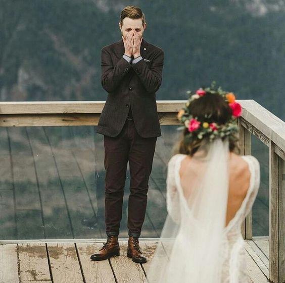 Tieto fotky ma úplne dojímajú! :) Mali ste niektorá z vás takéhoto dojatého ženícha? Celkom som zvedavá, ako to zvládne ten môj :) - Obrázok č. 1