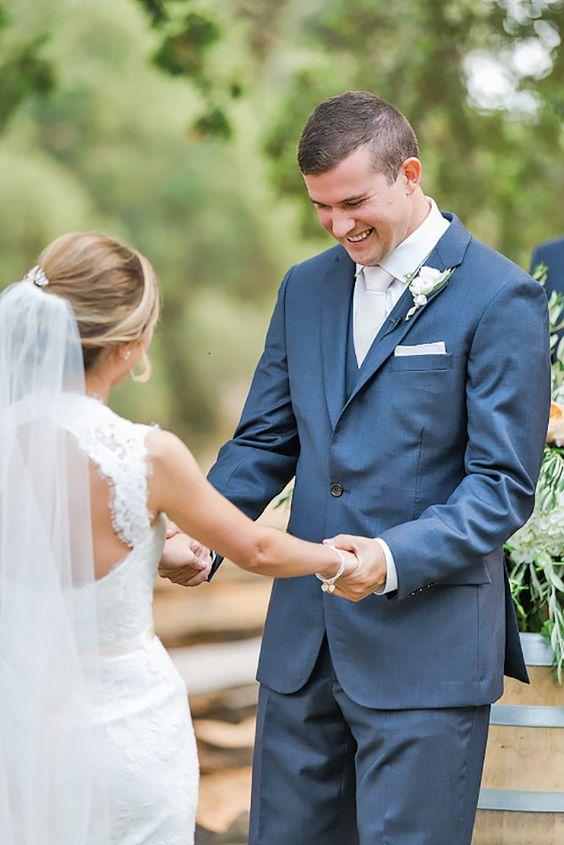 Tieto fotky ma úplne dojímajú! :) Mali ste niektorá z vás takéhoto dojatého ženícha? Celkom som zvedavá, ako to zvládne ten môj :) - Obrázok č. 2