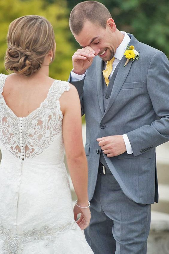 Tieto fotky ma úplne dojímajú! :) Mali ste niektorá z vás takéhoto dojatého ženícha? Celkom som zvedavá, ako to zvládne ten môj :) - Obrázok č. 3