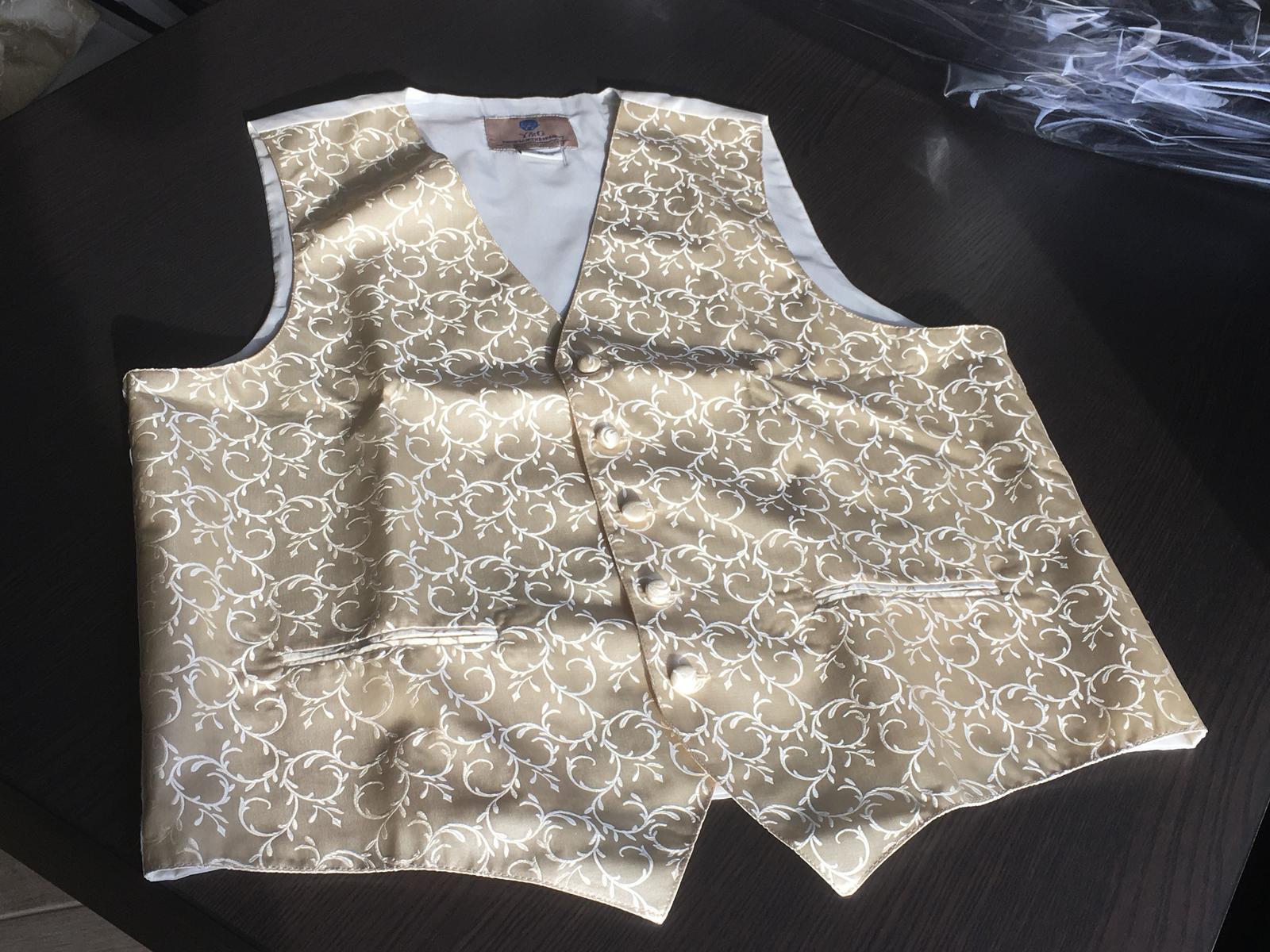 Svadobná vesta s kravatou/motýlikom, vreckovkou a manžetami - Obrázok č. 1