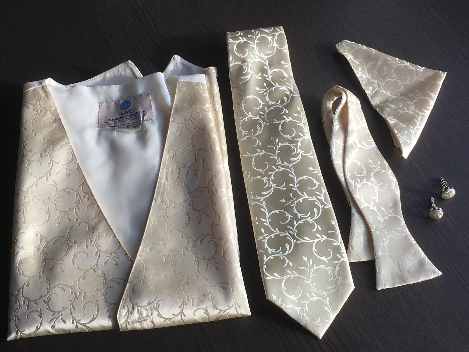 Svadobná vesta s kravatou/motýlikom, vreckovkou a manžetami - Obrázok č. 2