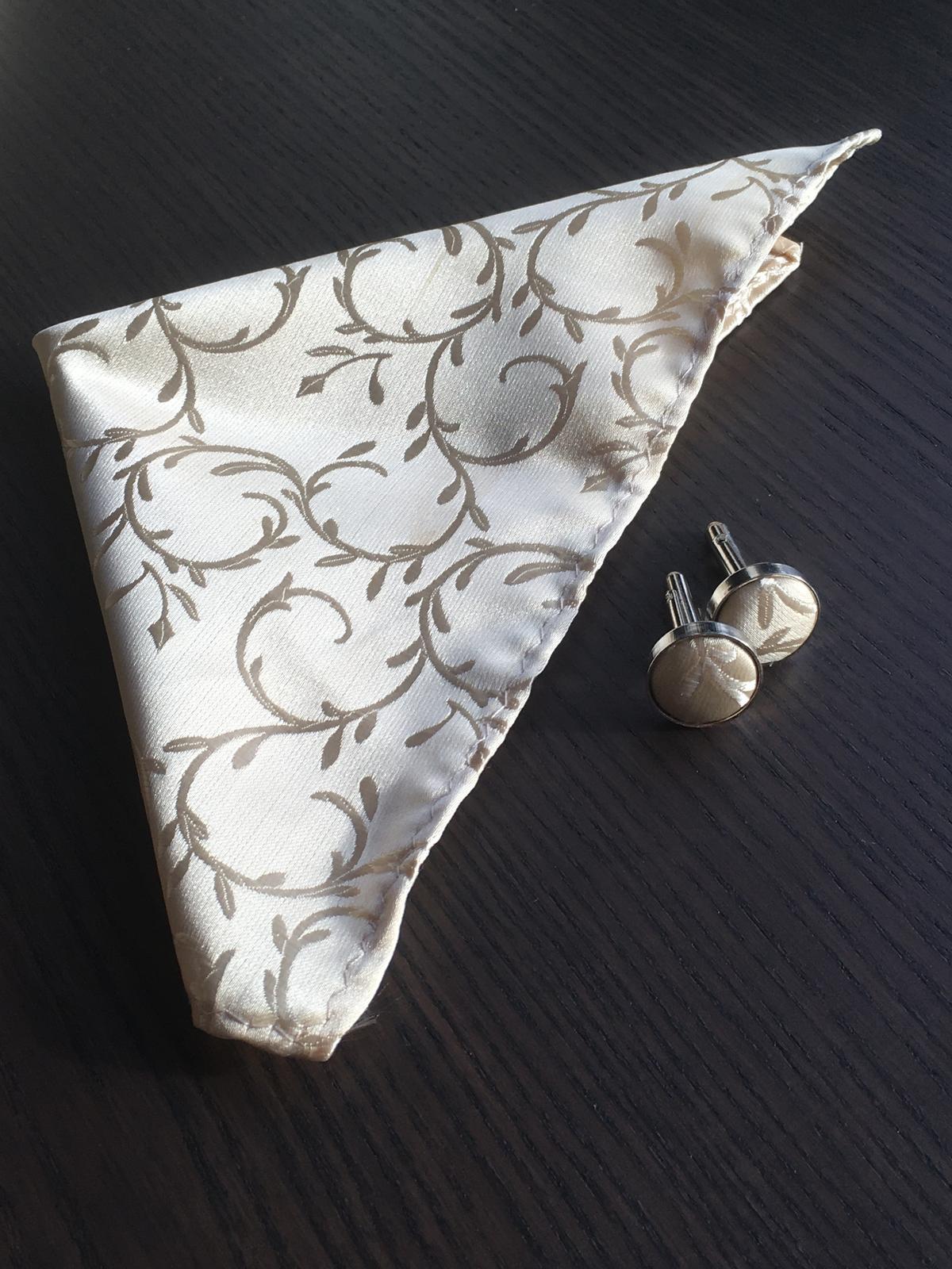 Svadobná vesta s kravatou/motýlikom, vreckovkou a manžetami - Obrázok č. 3