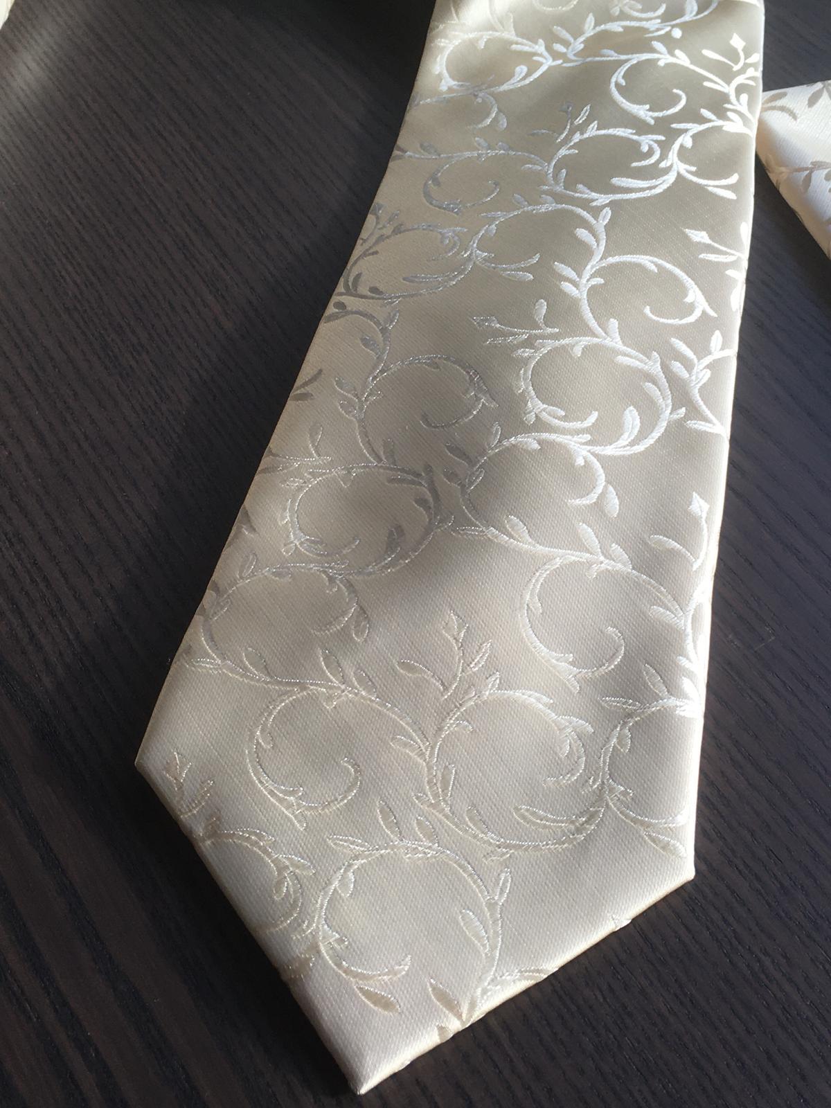 Svadobná vesta s kravatou/motýlikom, vreckovkou a manžetami - Obrázok č. 4