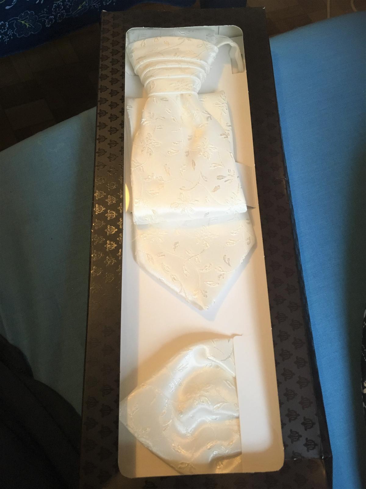 Svadobná kravata s vreckovkou - Obrázok č. 3