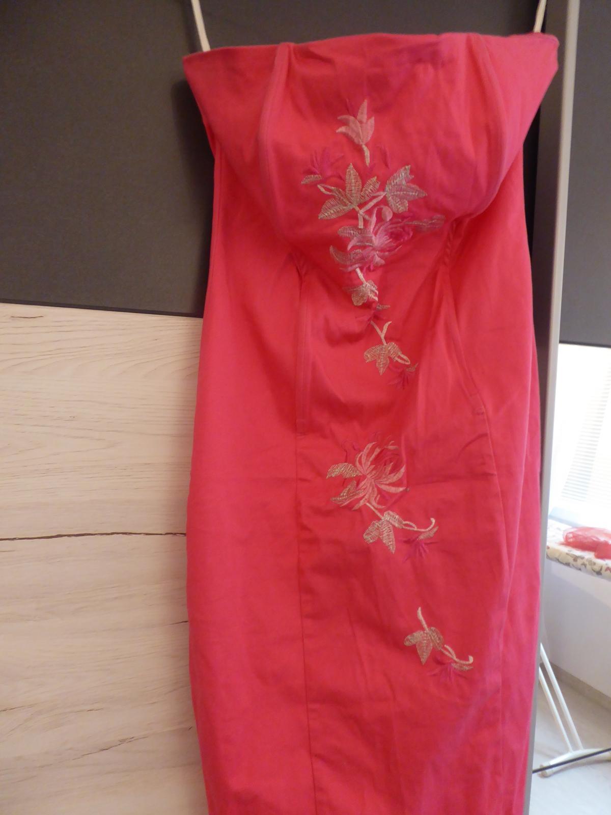 šaty růžové vyšívané - Obrázek č. 1