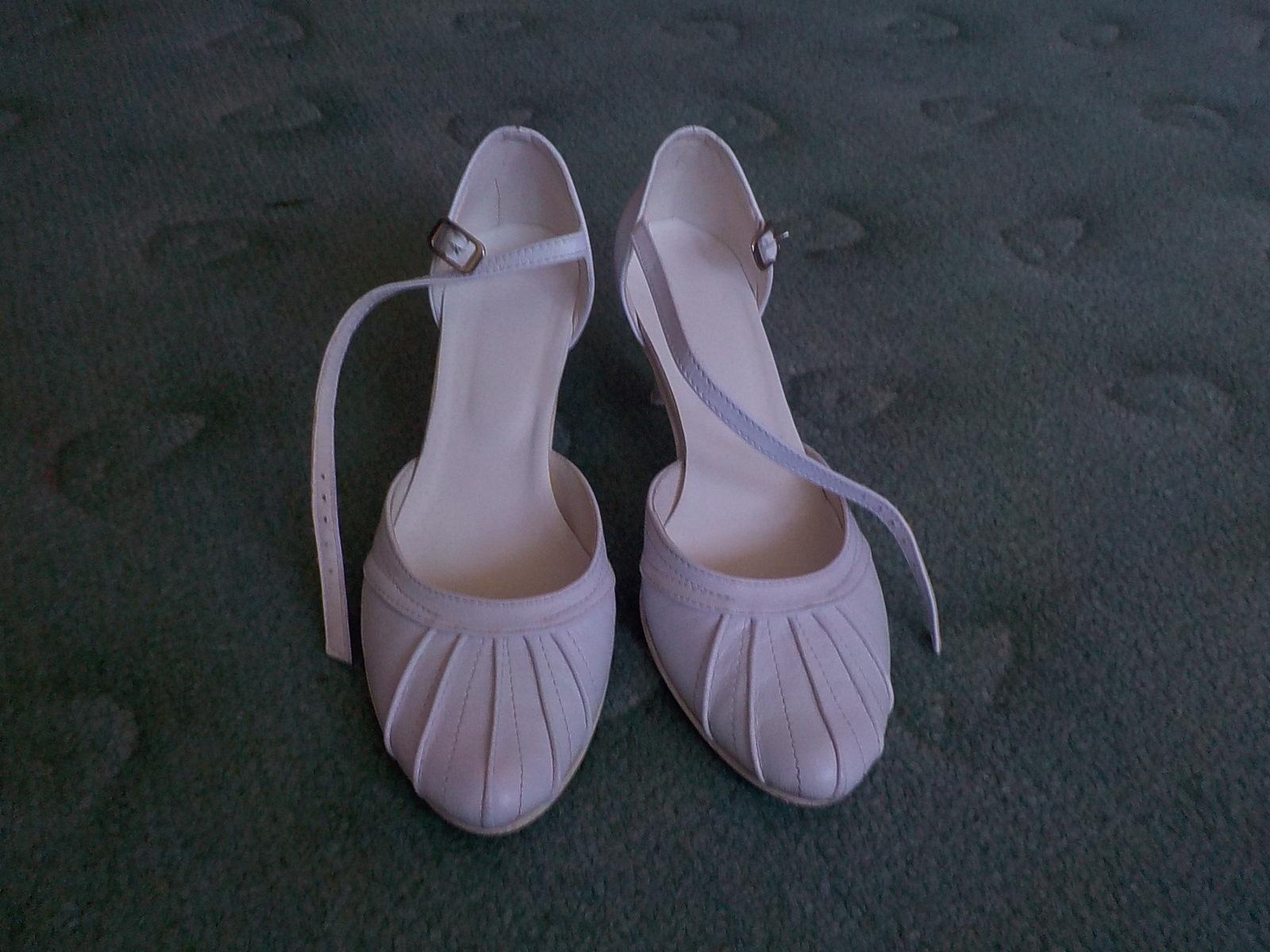 snehovobiele topánky - Obrázok č. 1
