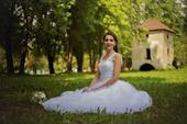 Svadobné šaty s jemnou čipkou, 38