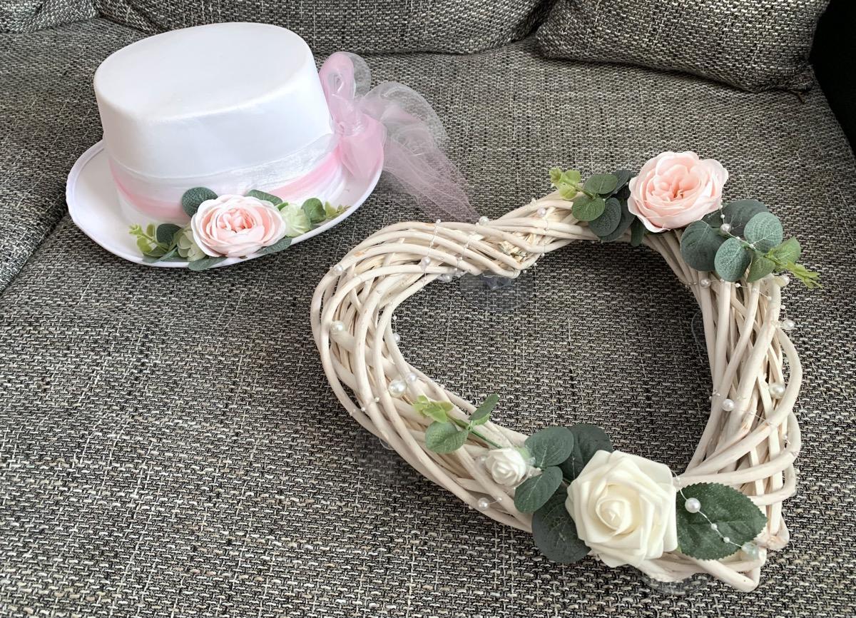 Svatební dekorace na auto (Klobouk, srdce, mašle) - Obrázek č. 1