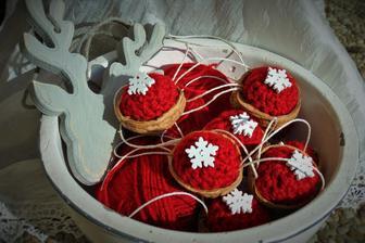 oriešky v červenom kabátiku