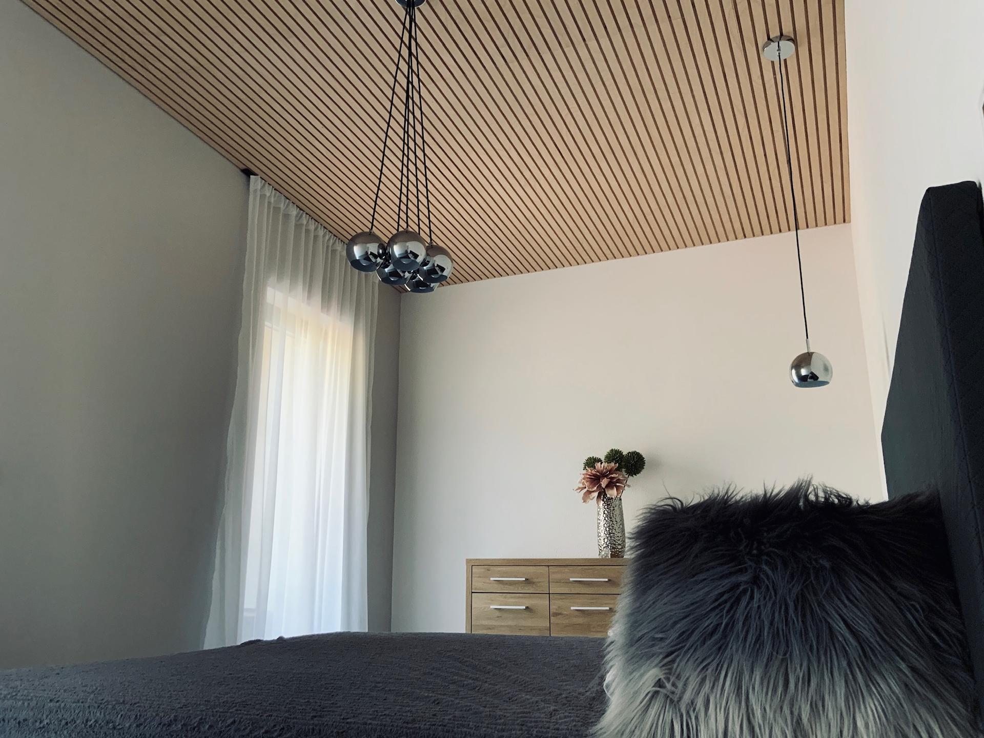 Lamelový panel na stenu/strop - strop lamelový panel natur