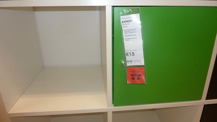 IKEA - biela inšpirácia na detskú izbu alebo spálňu - alebo do niektorých políc dokúpiť takéto dvierka (maju aj iné farby)