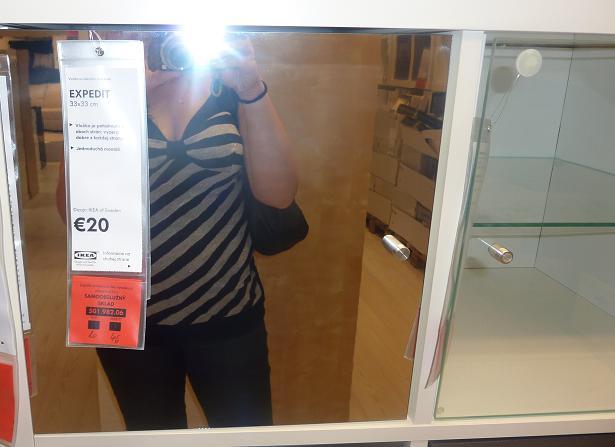 IKEA - biela inšpirácia na detskú izbu alebo spálňu - do niektorých poličiek by mohli ísť aj zrkadlové dvierka